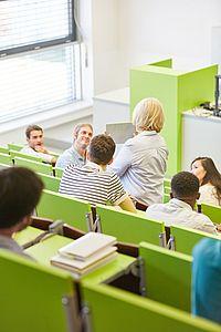 Menschen in Bildungseinrichtung