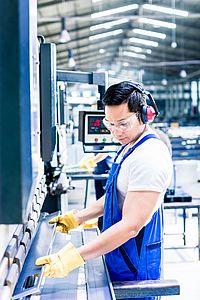 Industrie-Produktion Mann bei Arbeit