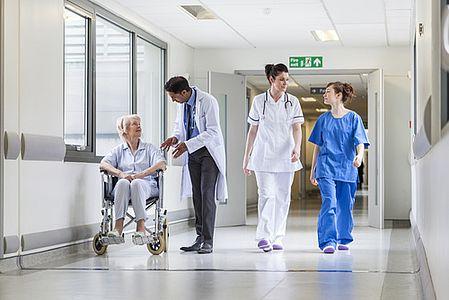 Krankenhaus und Pflegeeinrichtungen mit sauberer Energie versorgen